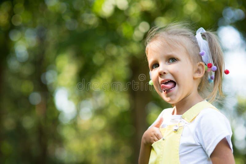 Πορτρέτο ενός κοριτσιού τετράχρονων παιδιών στοκ φωτογραφία με δικαίωμα ελεύθερης χρήσης