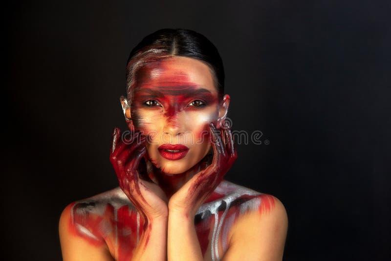 Πορτρέτο ενός κοριτσιού της ευρωπαϊκής ασιατικής εμφάνισης με το makeup στοκ φωτογραφία με δικαίωμα ελεύθερης χρήσης