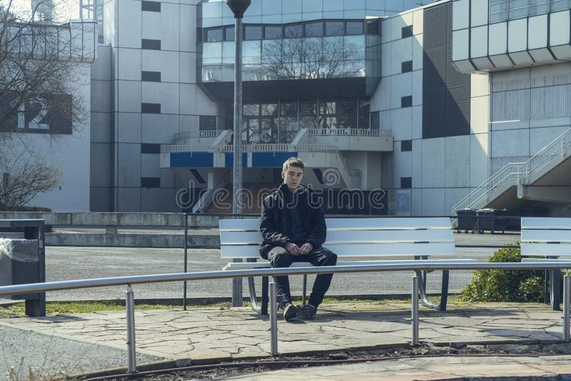 Πορτρέτο ενός λυπημένου νεαρού άνδρα στοκ εικόνες με δικαίωμα ελεύθερης χρήσης