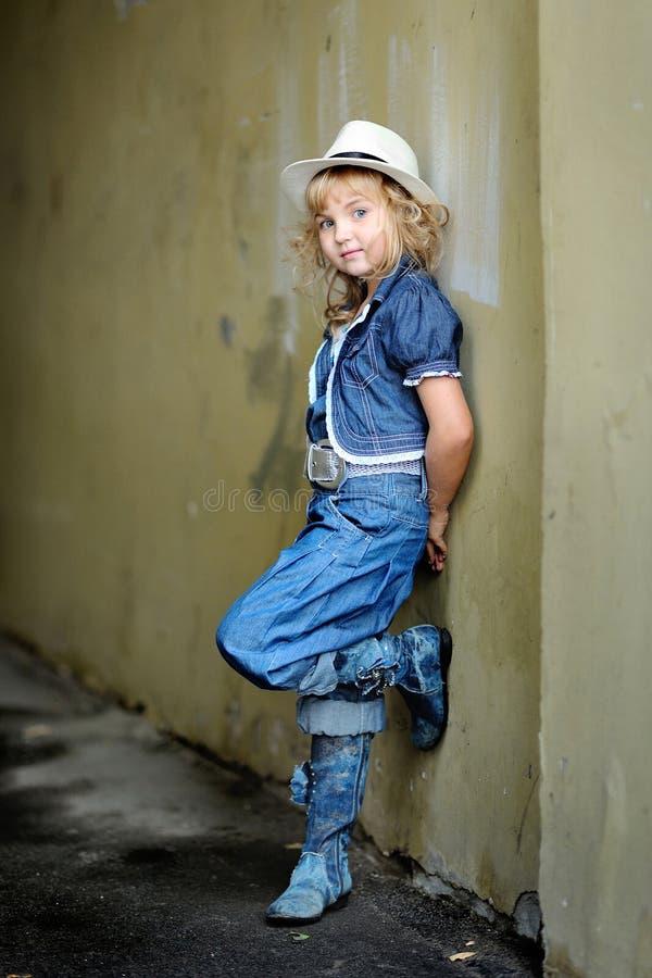 Πορτρέτο ενός μικρού κοριτσιού στοκ εικόνα