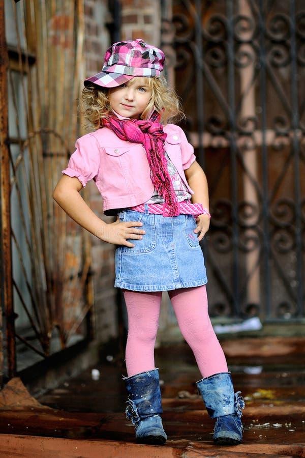 Πορτρέτο ενός μικρού κοριτσιού στοκ εικόνες