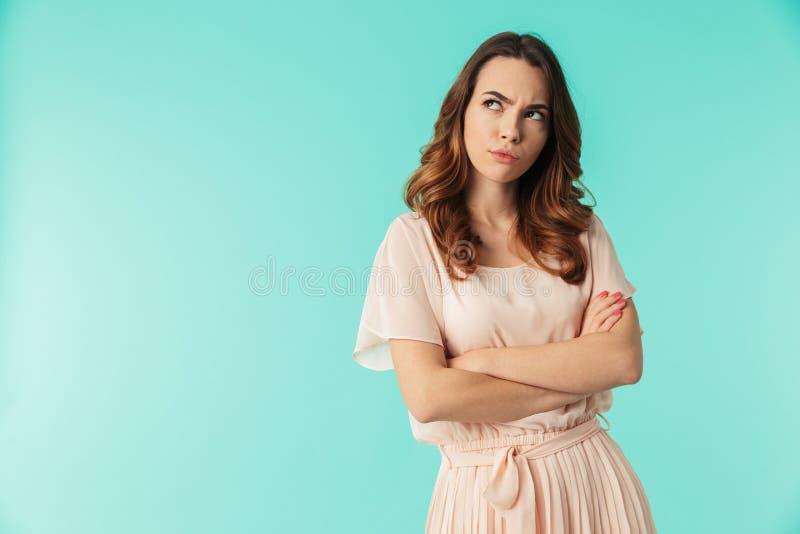 Πορτρέτο ενός νέου κοριτσιού στο φόρεμα στοκ εικόνες
