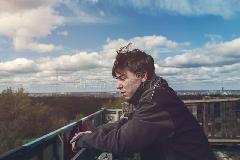 Πορτρέτο ενός νεαρού άνδρα στοκ εικόνες