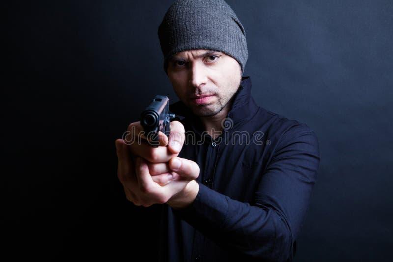 Πορτρέτο ενός πυροβόλου όπλου εκμετάλλευσης ατόμων στοκ εικόνες