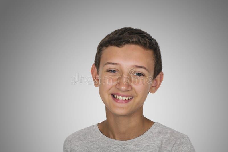 Πορτρέτο ενός τύπου εφήβων χαμόγελου ευτυχούς στοκ φωτογραφίες με δικαίωμα ελεύθερης χρήσης