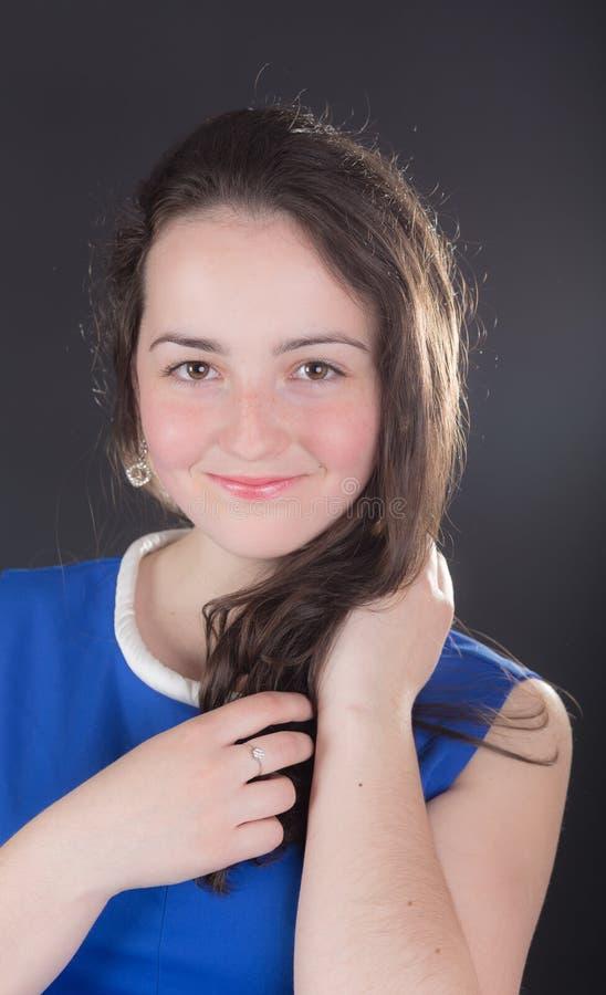 Πορτρέτο ενός χαμογελώντας κοριτσιού στοκ φωτογραφίες με δικαίωμα ελεύθερης χρήσης