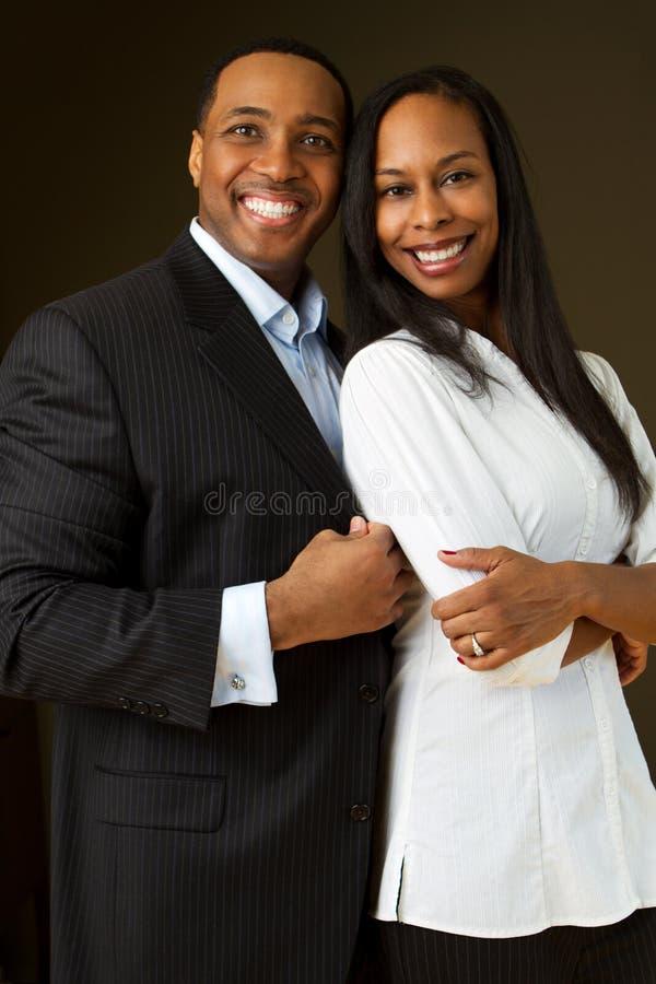 Πορτρέτο ενός χαμόγελου ζευγών αφροαμερικάνων στοκ φωτογραφίες με δικαίωμα ελεύθερης χρήσης