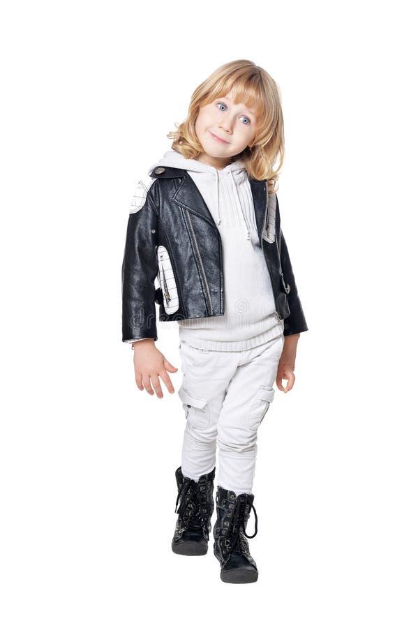 Πορτρέτο ενός χαριτωμένου μικρού παιδιού που απομονώνεται στο άσπρο υπόβαθρο στοκ εικόνες