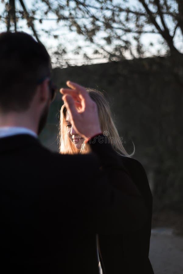 Πορτρέτο ενός όμορφου αγαπώντας ζεύγους στοκ εικόνες