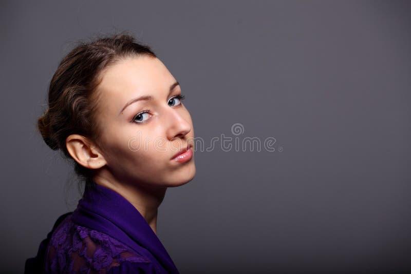 Πορτρέτο ενός όμορφου κοριτσιού στοκ εικόνες