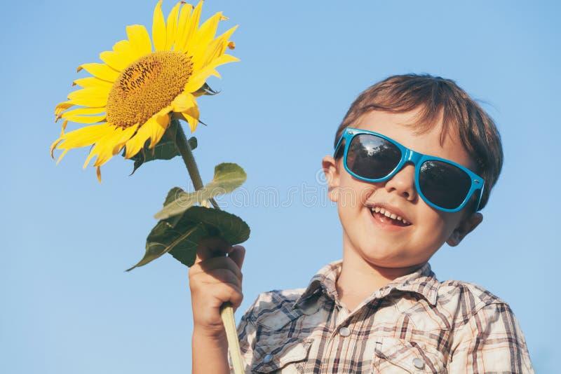 Πορτρέτο ενός όμορφου νέου αγοριού στοκ εικόνα