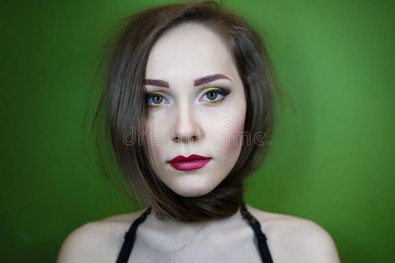 Πορτρέτο ενός όμορφου νέου κοριτσιού στοκ εικόνες με δικαίωμα ελεύθερης χρήσης