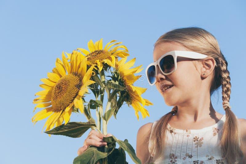 Πορτρέτο ενός όμορφου νέου κοριτσιού στοκ φωτογραφία με δικαίωμα ελεύθερης χρήσης