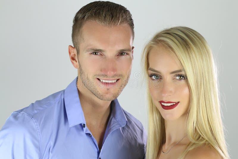 Πορτρέτο ενός όμορφου ξανθού ζεύγους στοκ εικόνες με δικαίωμα ελεύθερης χρήσης