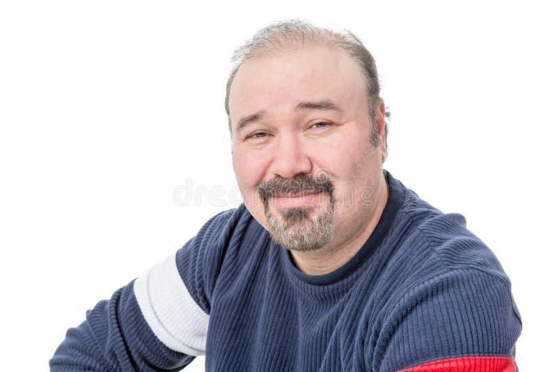 Πορτρέτο κινηματογραφήσεων σε πρώτο πλάνο ενός φιλικού balding ώριμου ατόμου στοκ εικόνες