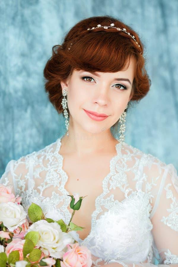 Πορτρέτο κινηματογραφήσεων σε πρώτο πλάνο της νέας πανέμορφης νύφης στοκ φωτογραφίες με δικαίωμα ελεύθερης χρήσης
