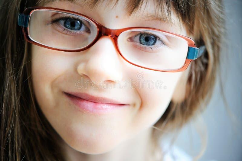 Πορτρέτο κινηματογραφήσεων σε πρώτο πλάνο του κοριτσιού παιδιών brunette στοκ εικόνα με δικαίωμα ελεύθερης χρήσης