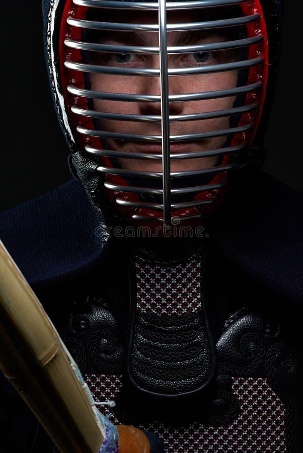 Πορτρέτο κινηματογραφήσεων σε πρώτο πλάνο του μαχητή kendo στοκ φωτογραφία