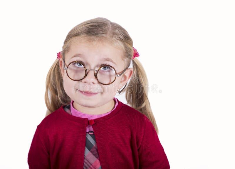 Πορτρέτο κινηματογραφήσεων σε πρώτο πλάνο του μικρού κοριτσιού που φορά τα γυαλιά στοκ φωτογραφία με δικαίωμα ελεύθερης χρήσης