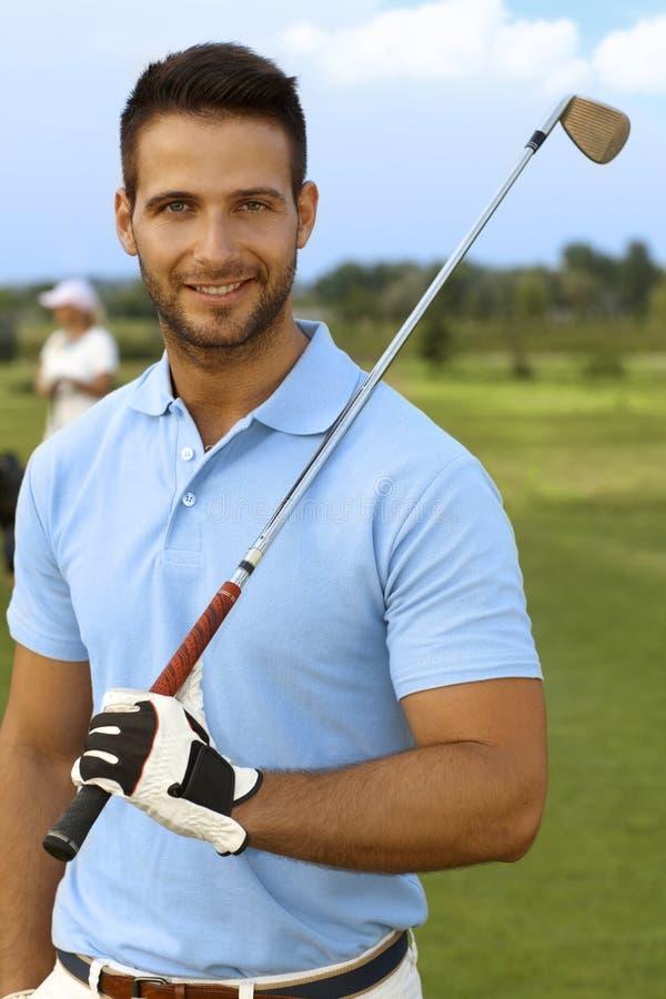 Πορτρέτο κινηματογραφήσεων σε πρώτο πλάνο του όμορφου αρσενικού παίκτη γκολφ στοκ φωτογραφίες με δικαίωμα ελεύθερης χρήσης