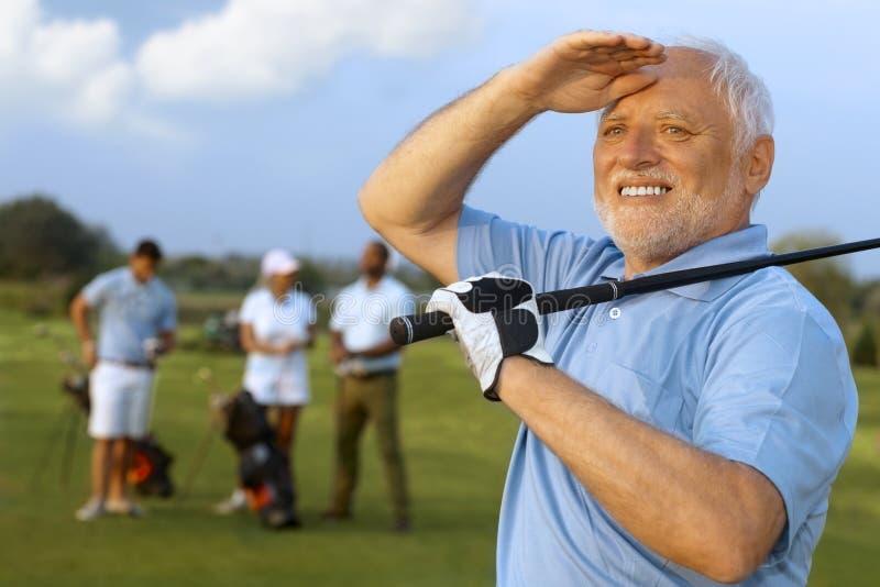 Πορτρέτο κινηματογραφήσεων σε πρώτο πλάνο του ώριμου αρσενικού παίκτη γκολφ στοκ φωτογραφίες με δικαίωμα ελεύθερης χρήσης