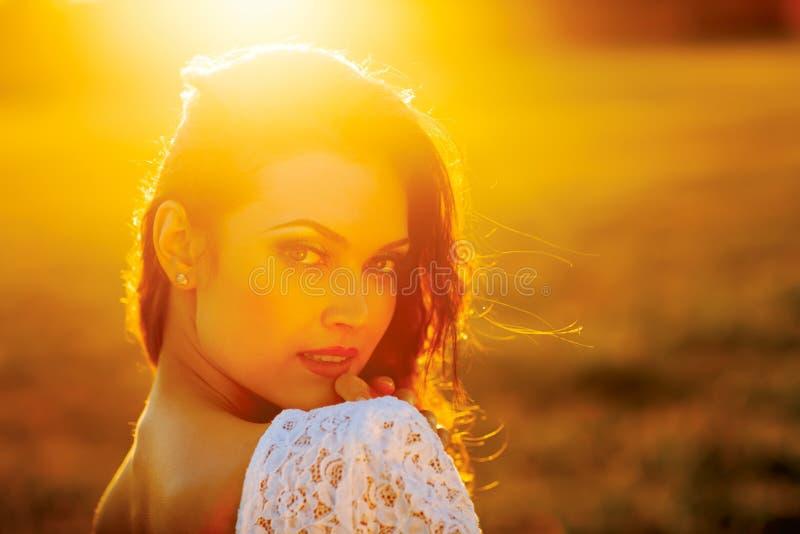 Πορτρέτο κοριτσιών ηλιοφάνειας ομορφιάς. στοκ φωτογραφία με δικαίωμα ελεύθερης χρήσης
