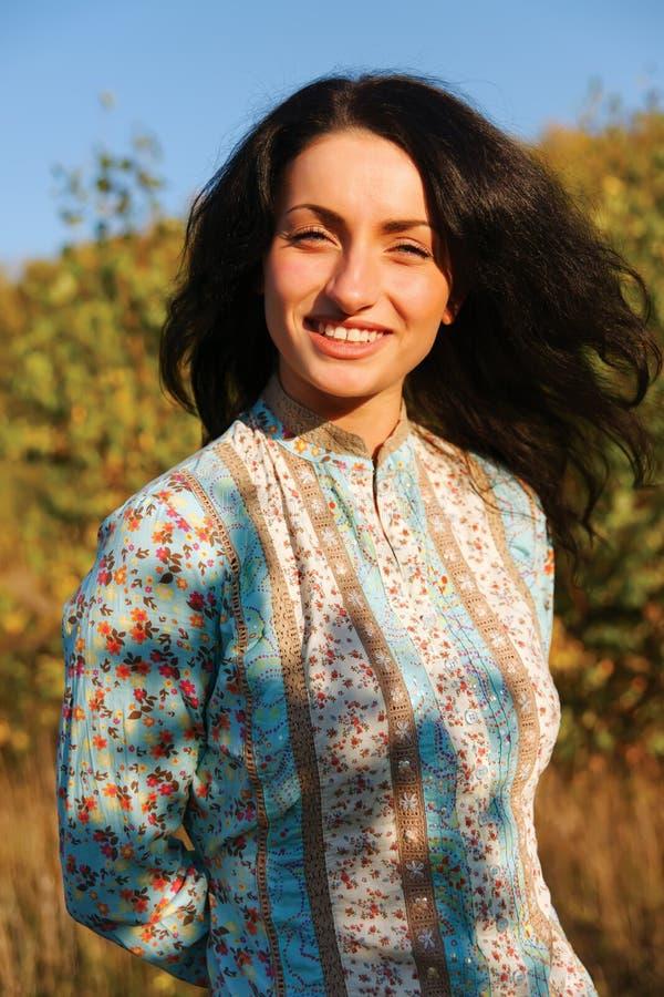 Πορτρέτο κοριτσιών ηλιοφάνειας ομορφιάς στοκ εικόνα
