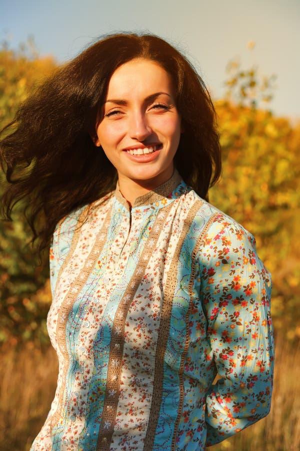 Πορτρέτο κοριτσιών ηλιοφάνειας ομορφιάς στοκ εικόνες με δικαίωμα ελεύθερης χρήσης