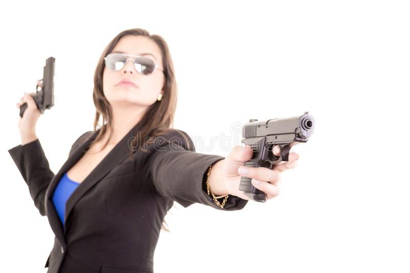 Πορτρέτο κοριτσιών δολοφόνων με δύο πυροβόλα όπλα στοκ εικόνες