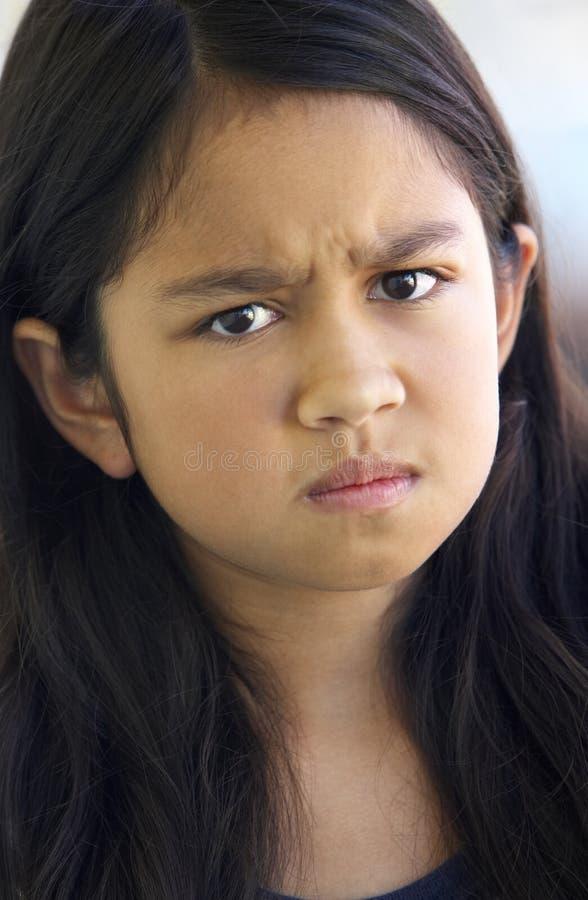 πορτρέτο κοριτσιών συνοφρυώματος στοκ φωτογραφία με δικαίωμα ελεύθερης χρήσης
