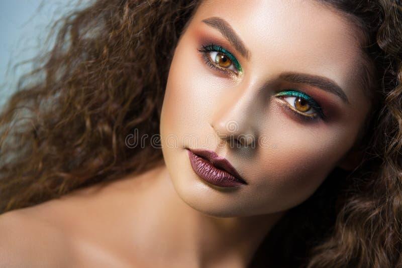 Πορτρέτο κοριτσιών του όμορφου καλλιτέχνη σύνθεσης κοριτσιών επαγγελματικού στοκ φωτογραφία με δικαίωμα ελεύθερης χρήσης