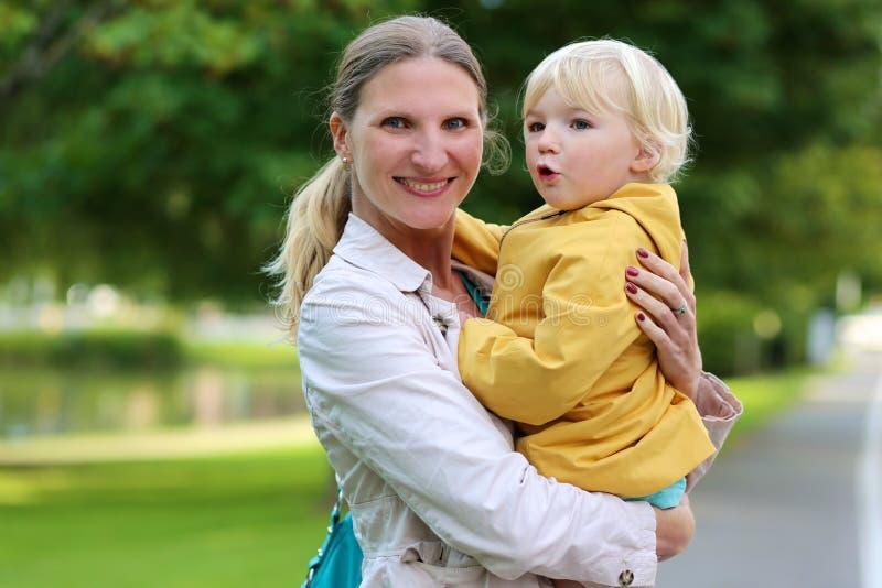 πορτρέτο μητέρων κορών υπαί&theta στοκ εικόνα