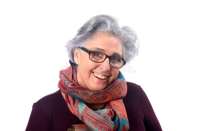 Πορτρέτο μιας ανώτερης γυναίκας στο άσπρο υπόβαθρο στοκ φωτογραφία