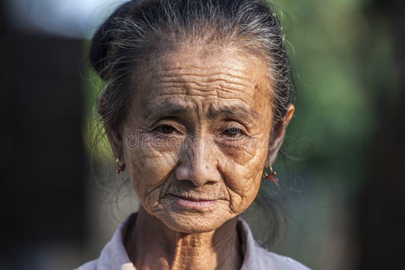 Πορτρέτο μιας από το Λάος ηλικιωμένης γυναίκας στοκ εικόνα με δικαίωμα ελεύθερης χρήσης