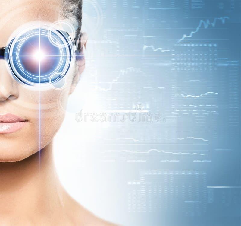 Πορτρέτο μιας γυναίκας με ένα μάτι techno στοκ εικόνα με δικαίωμα ελεύθερης χρήσης