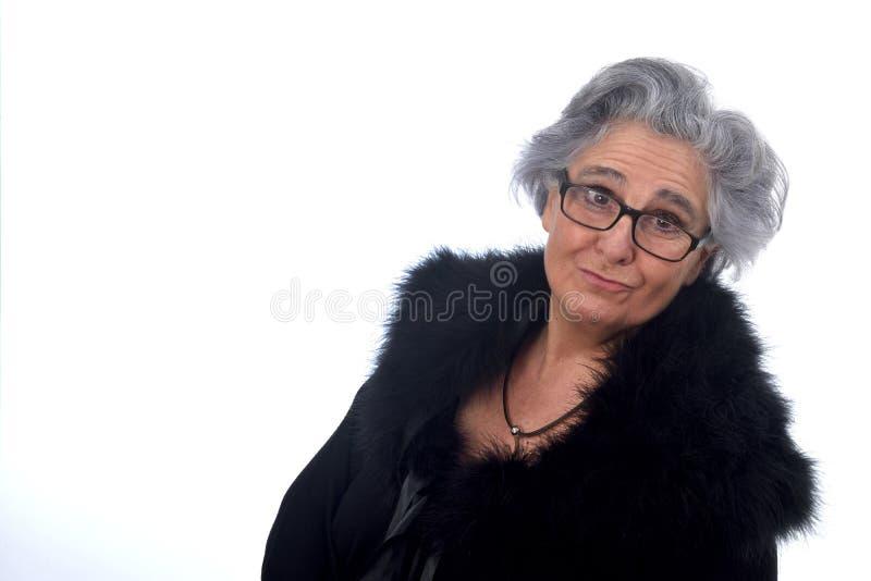 Πορτρέτο μιας ελκυστικής ηλικιωμένης γυναίκας στοκ φωτογραφία