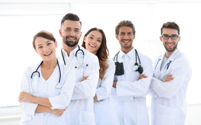 Πορτρέτο μιας επιτυχούς ομάδας οικότροφων γιατρών στοκ εικόνες