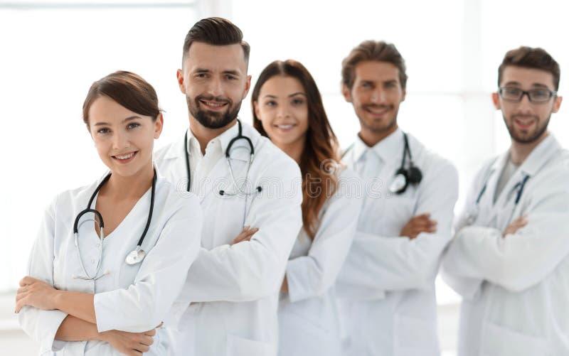 Πορτρέτο μιας επιτυχούς ομάδας οικότροφων γιατρών στοκ εικόνες με δικαίωμα ελεύθερης χρήσης
