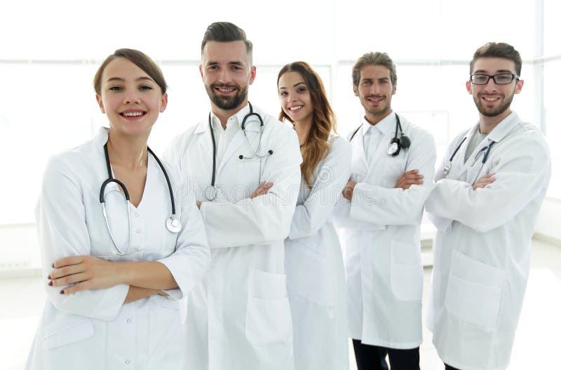 Πορτρέτο μιας επιτυχούς ομάδας οικότροφων γιατρών στοκ φωτογραφία με δικαίωμα ελεύθερης χρήσης