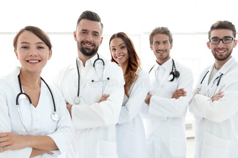 Πορτρέτο μιας επιτυχούς ομάδας οικότροφων γιατρών στοκ φωτογραφία