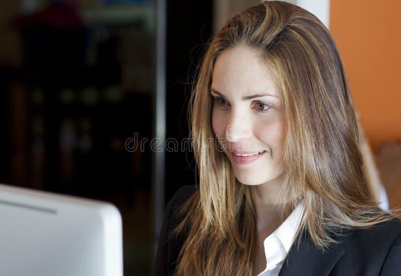 Πορτρέτο μιας επιχειρηματία στοκ εικόνα