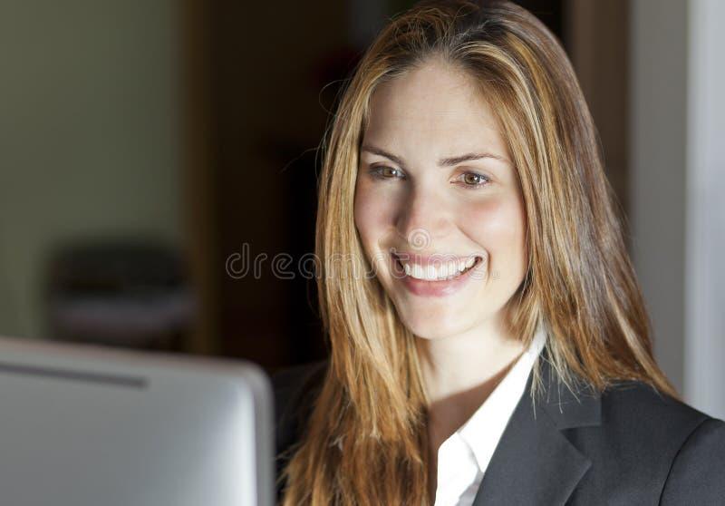 Πορτρέτο μιας επιχειρηματία στοκ φωτογραφία με δικαίωμα ελεύθερης χρήσης