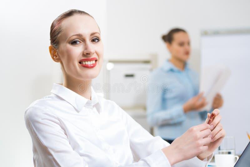 Πορτρέτο μιας επιχειρησιακής γυναίκας στοκ εικόνα με δικαίωμα ελεύθερης χρήσης