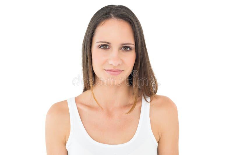Πορτρέτο μιας ικανοποιημένης περιστασιακής νέας γυναίκας στοκ φωτογραφία