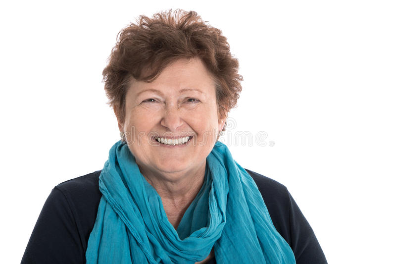 Πορτρέτο μιας ικανοποιημένης χαμογελώντας ηλικιωμένης γυναίκας που απομονώνεται πέρα από το λευκό στοκ φωτογραφία με δικαίωμα ελεύθερης χρήσης