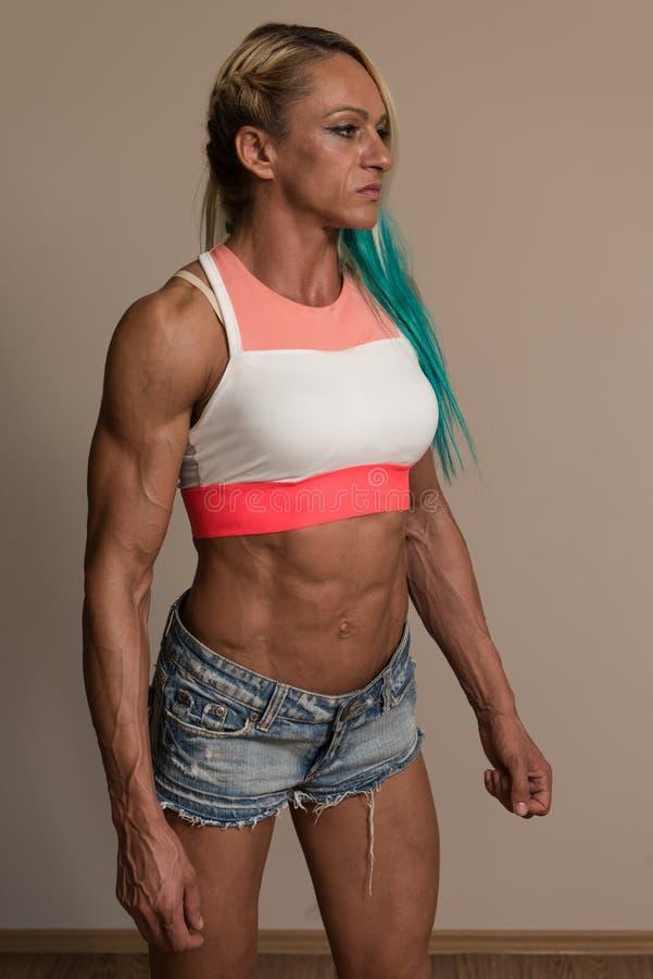 Πορτρέτο μιας μέσης ηλικίας γυναίκας Bodybuilder στοκ φωτογραφίες με δικαίωμα ελεύθερης χρήσης