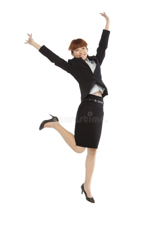 Πορτρέτο μιας νέας γυναίκας σε ένα επιχειρησιακό κοστούμι στοκ εικόνες