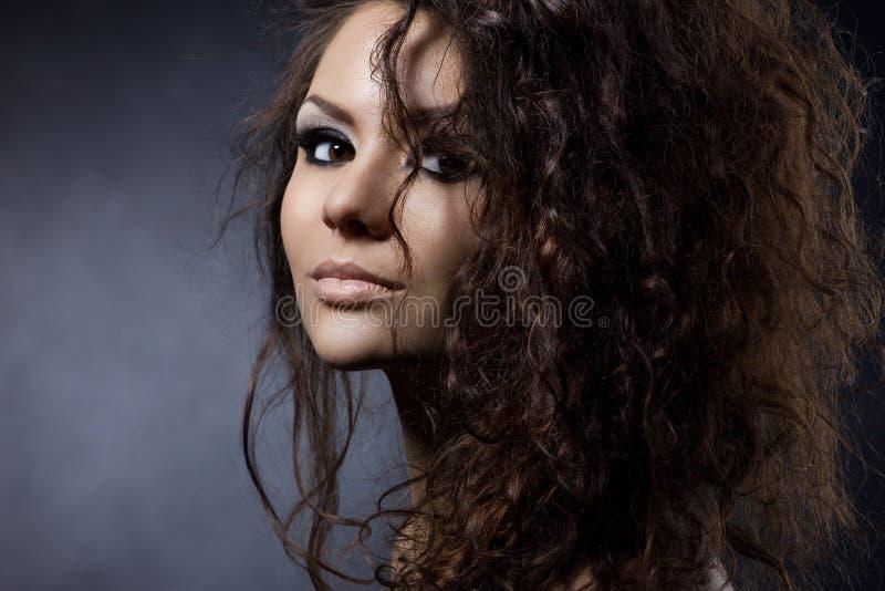 Πορτρέτο μιας νέας γυναίκας στοκ εικόνες