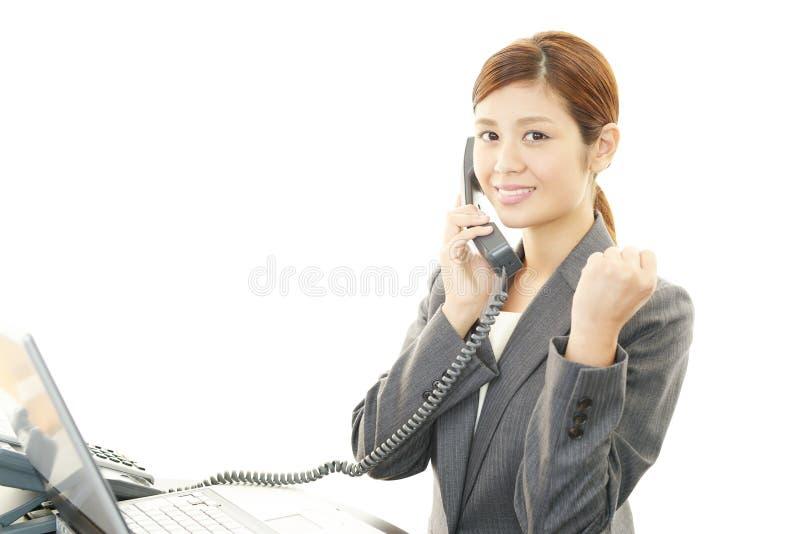 Πορτρέτο μιας νέας επιχειρησιακής γυναίκας στοκ φωτογραφία με δικαίωμα ελεύθερης χρήσης