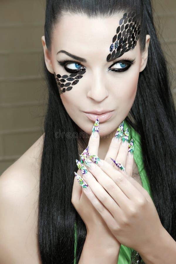Πορτρέτο μιας νέας όμορφης γυναίκας στοκ εικόνα με δικαίωμα ελεύθερης χρήσης